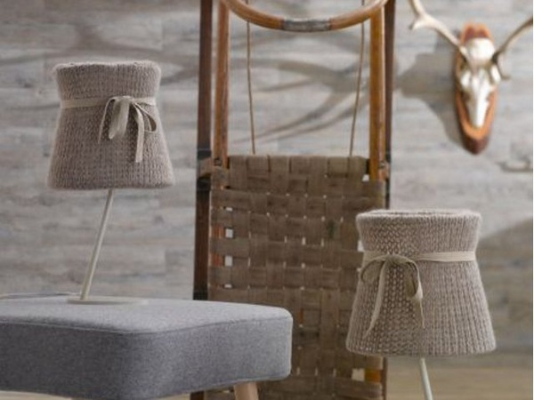 Tricot floor lamp in wool decor