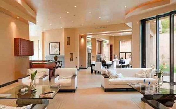 Rihanna's Mansion, Living room