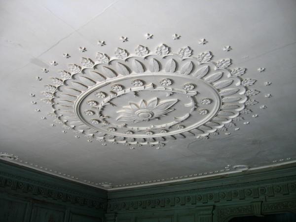 1024px-Drayton-Hall-inside-ceiling-plaster-work