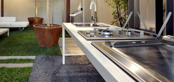 steel-outdoor-kitchen-in-vitto