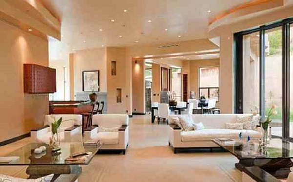 Rihanna's Mansion, Living room