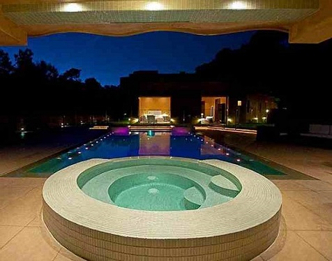 Rihanna's Mansion, Jacuzzi