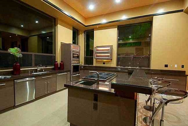 Rihanna's Mansion, Kitchen