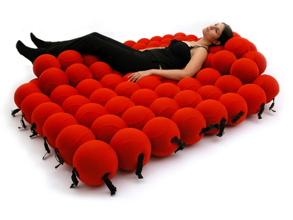 Red ball bed